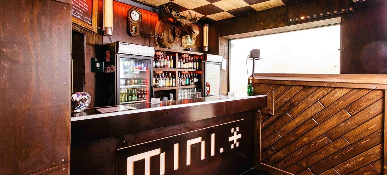 Minimal Bar 1