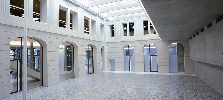 Römischer Hof - Palazzo Italia  1