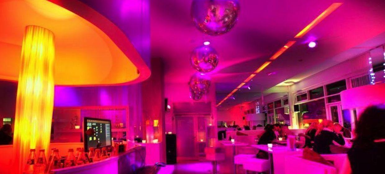 White Lounge 4