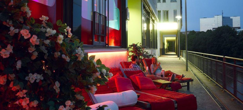 White Lounge 5