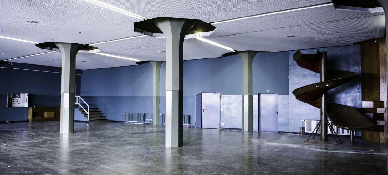 Säulenhalle 12