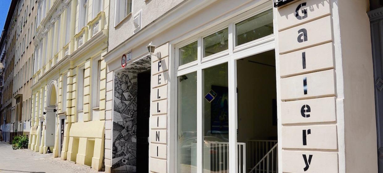 Fellini Gallery 10