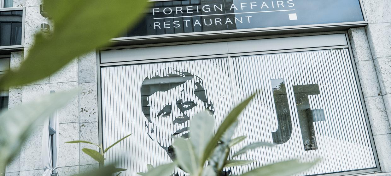TOWN Bar | Restaurant Foreign Affairs 3