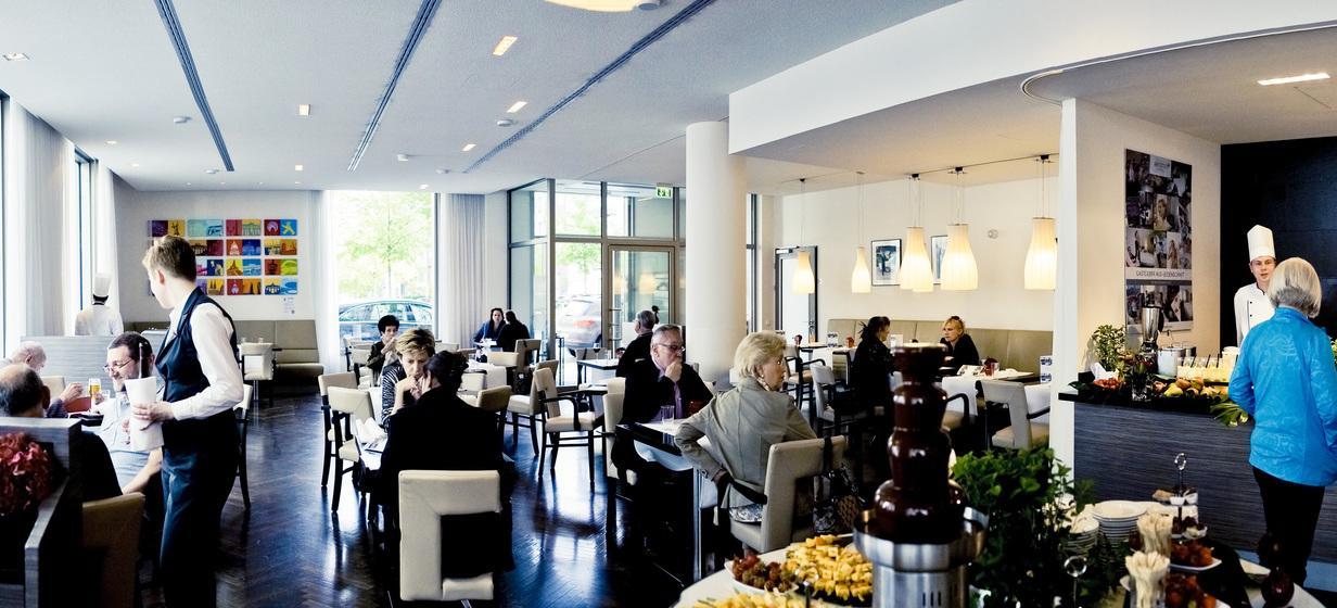 TOWN Bar | Restaurant Foreign Affairs 1