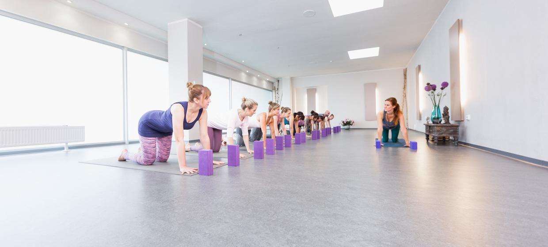 Happy Yoga  9