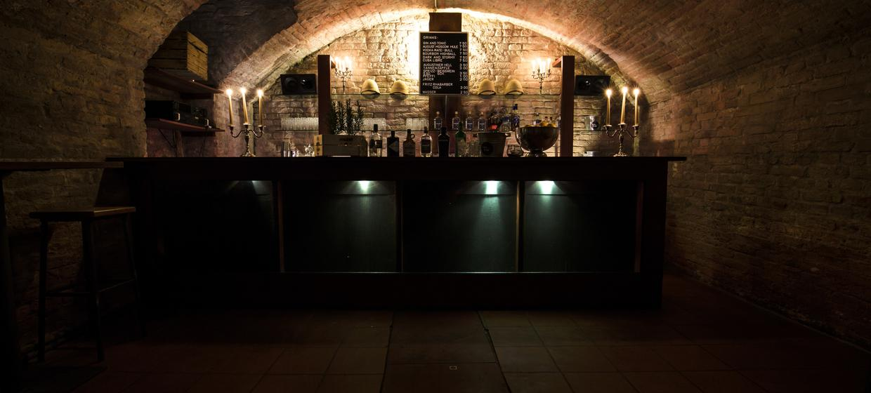 Schwarze Bar 2