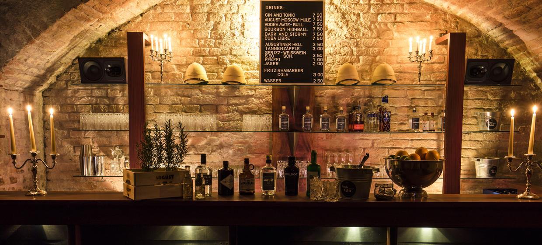 Schwarze Bar 1