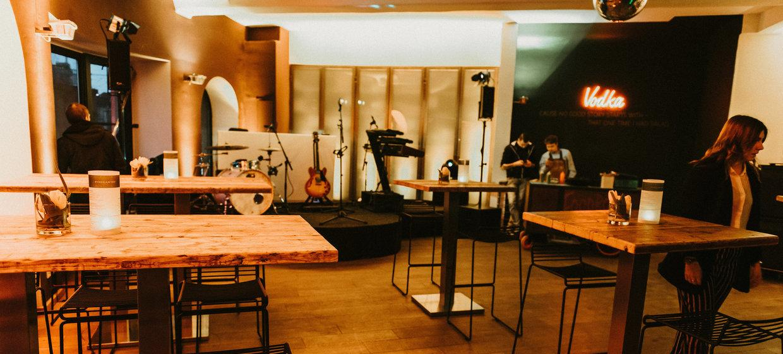 BAZIC Lounge 9