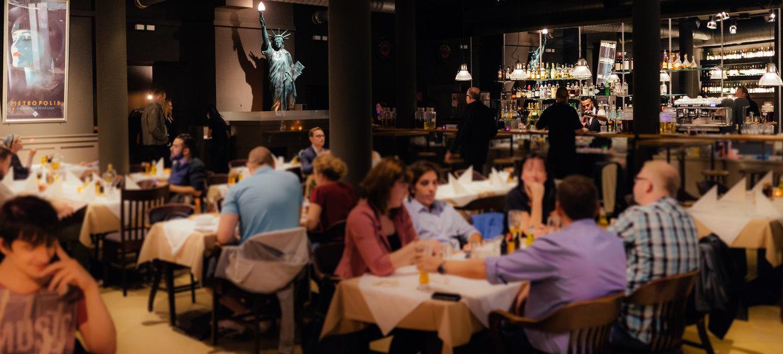 Frank's – American Bar & Restaurant & Music 4
