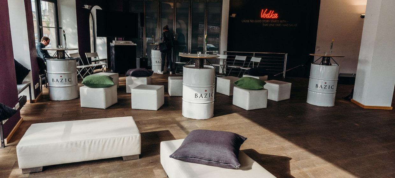 BAZIC Lounge 27