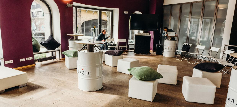 BAZIC Lounge 1