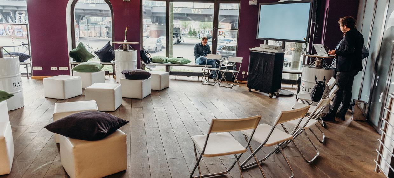 BAZIC Lounge 3