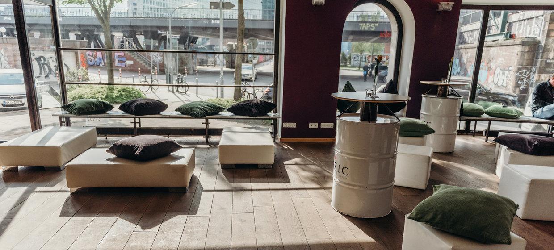 BAZIC Lounge 6