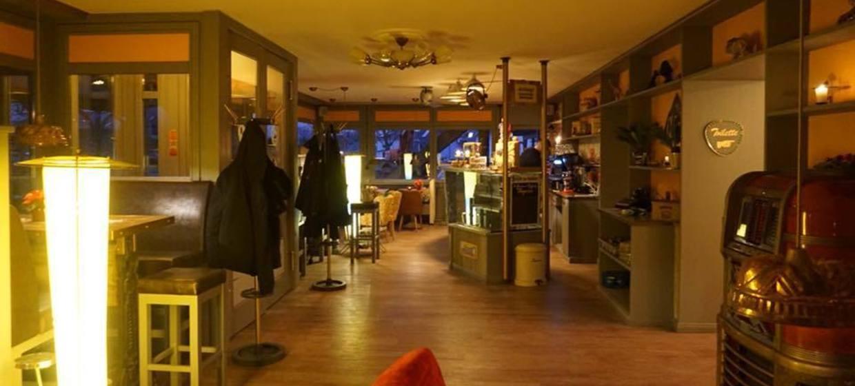 Hogarts Circus Caffee 8