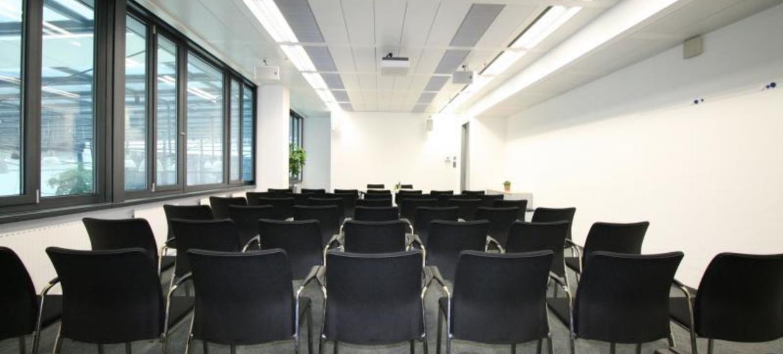 EURO PLAZA Conference Center 5