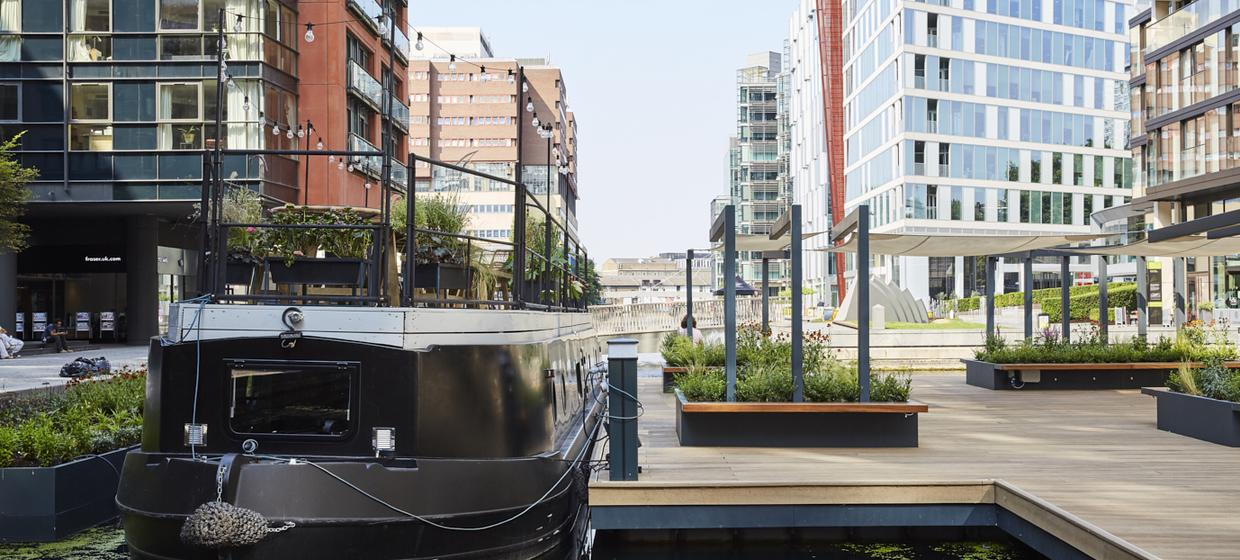 An intimate floating event space in central london 1