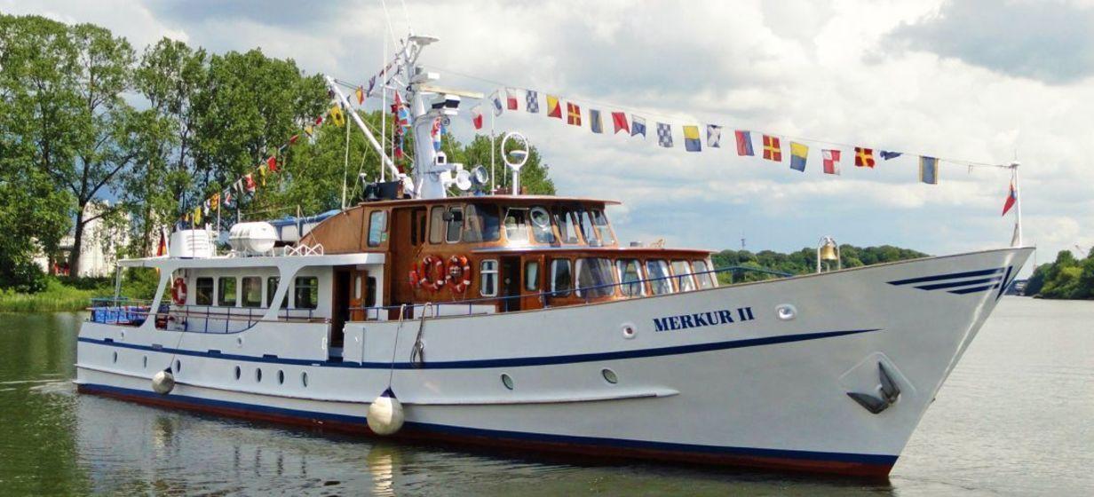 """Motoryacht """"Merkur II"""" 2"""