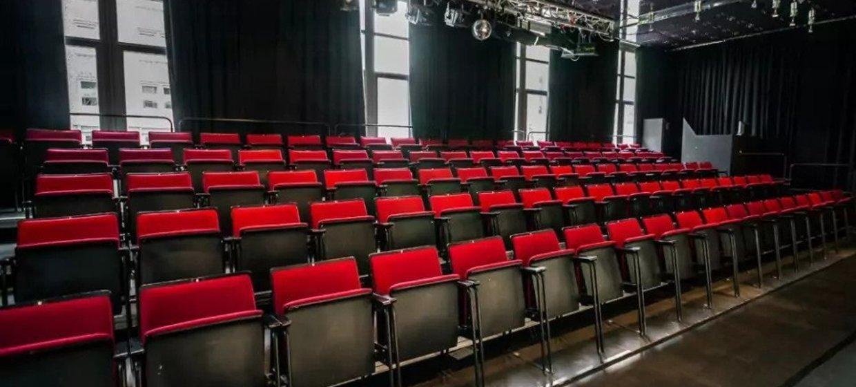 Gemütlicher Firmenabend mit Theatervorführung 4