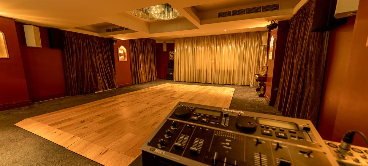 Hotel with Stylish Event Spaces  10