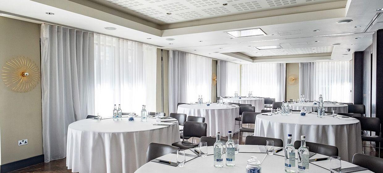 A Range Of Stylish Event Spaces Within A 5* Hotel  25
