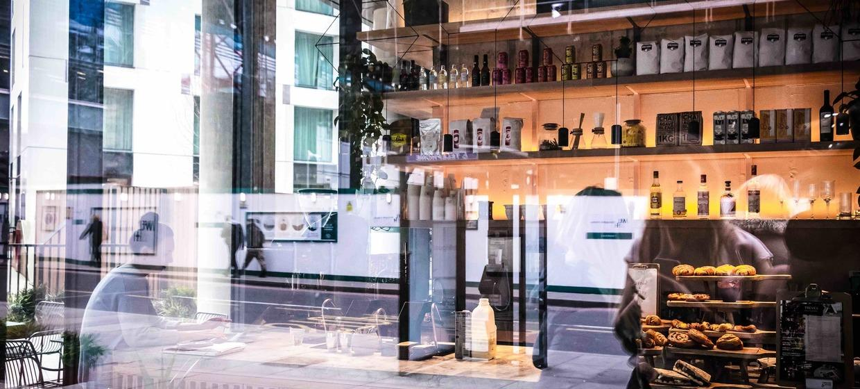Seasonally Lead Restaurant with a Terrace 2