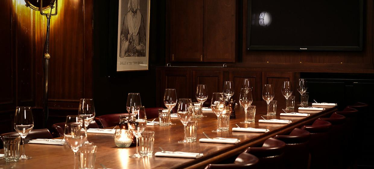 Elegant Restaurant with Private Dining  4