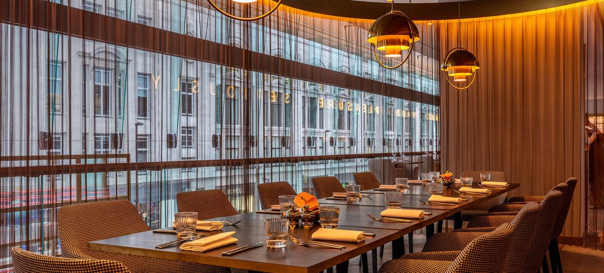 Beautiful Restaurant in Central London  2