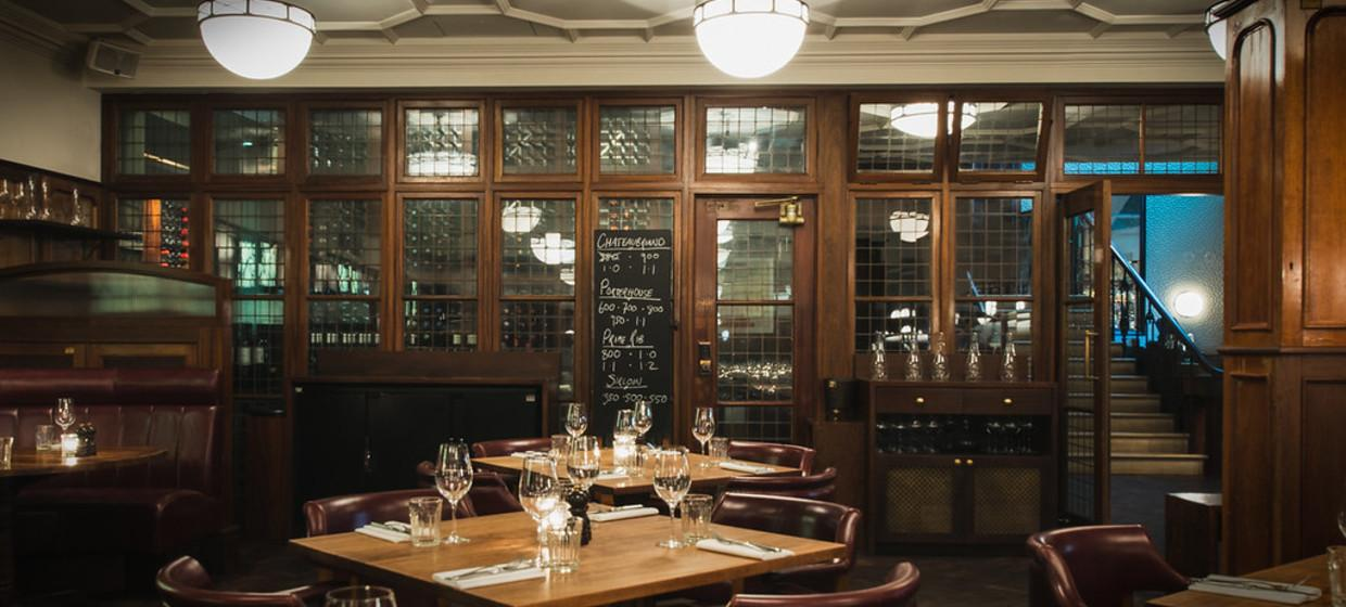 Elegant Restaurant with Private Dining  7