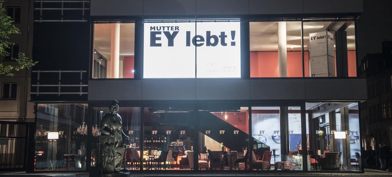 AQ - Mutter Ey Café & Galerie 9