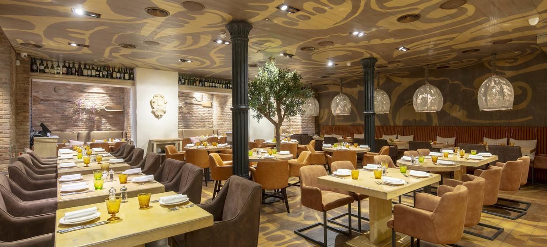 Luxurious Italian Restaurant in Mayfair 1