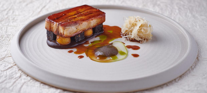 Vibrant Restaurant with innovative Menu  10