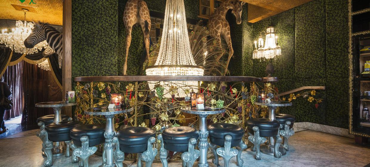 Decadent Hotel and Event Spaces nearby to London 9