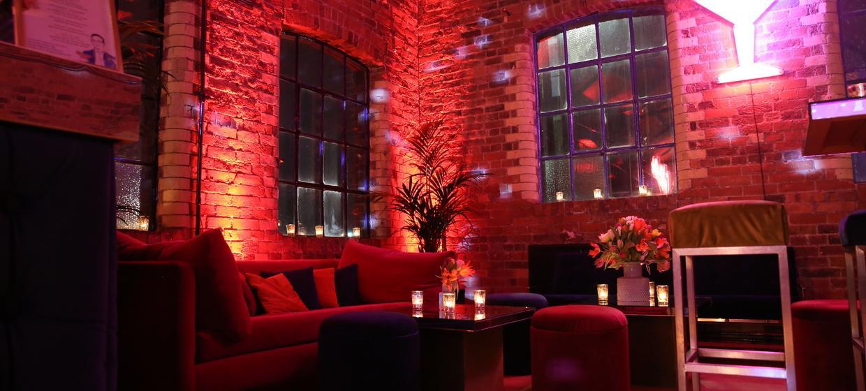 A Light and Spacious Boutique Studio Complex  8