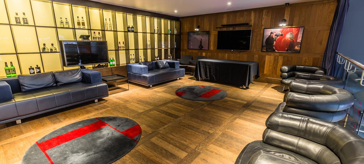 Boutique Cinema Screens with Private Room  4