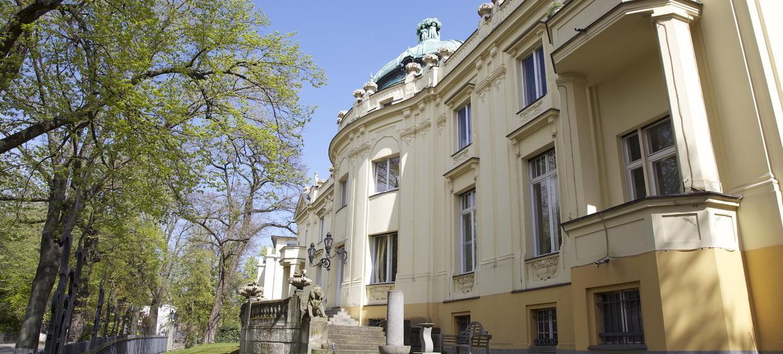 Löwenpalais 1