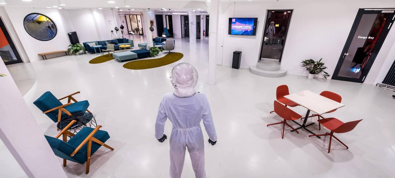 Arbeiten in futuristischer Atmosphäre 4