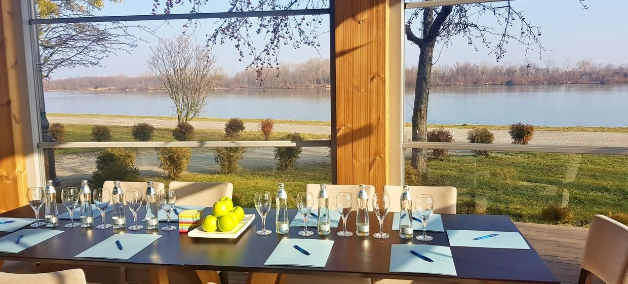 River Lodge Ister 16