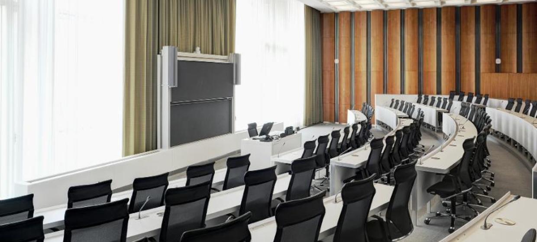 Schlossplatz 1 - Campus der ESMT Berlin  13