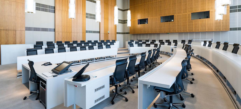 Schlossplatz 1 - Campus der ESMT Berlin  11
