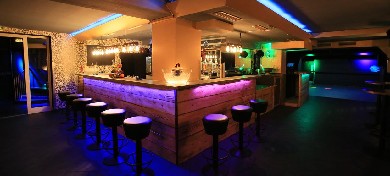 Golden Circle Lounge 1
