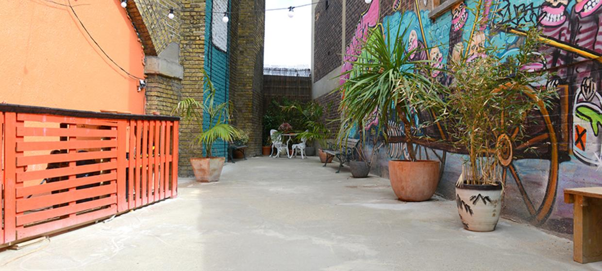 A Converted Railway Arch in East London 5