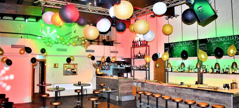 Mellow Club & Deluxxe Bar 10